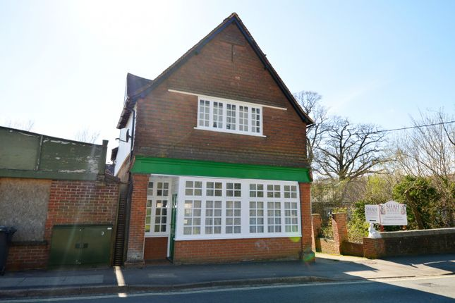 Thumbnail Flat to rent in Station Road, Liss