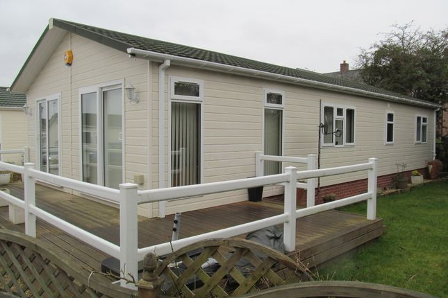 Thumbnail Mobile/park home for sale in Welford Leisure Park, Barton Road (Ref 5514), Welford On Avon, Warwickshire