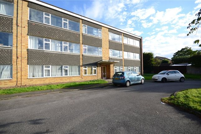 Thumbnail Flat for sale in Hunters Court, Woodley, Reading