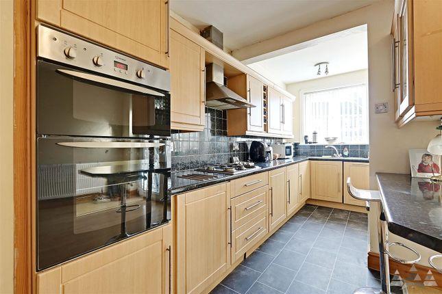 Kitchen Diner of Queen Victoria Road, Tupton, Chesterfield, Derbyshire S42