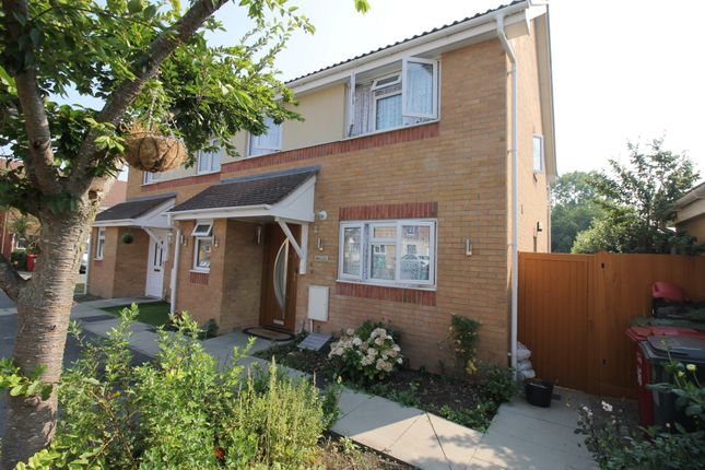 Thumbnail Property to rent in Scholars Walk, Langley, Slough