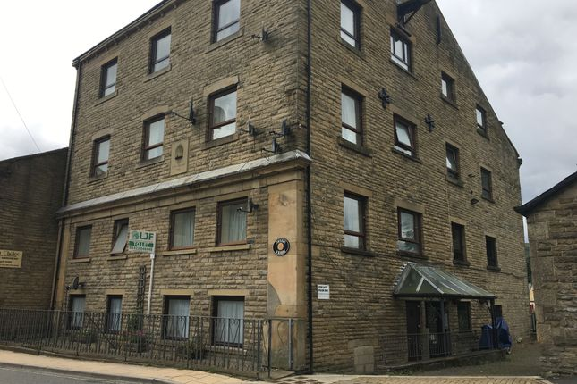 2 bed flat to rent in New Road, Mytholmroyd