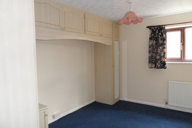 Thumbnail Terraced house to rent in Watermead, Bar Hill