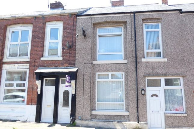 2 bed flat to rent in Burleigh Street, South Shields