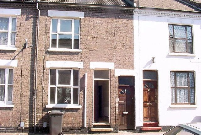 Thumbnail Terraced house to rent in Charles Street, Luton