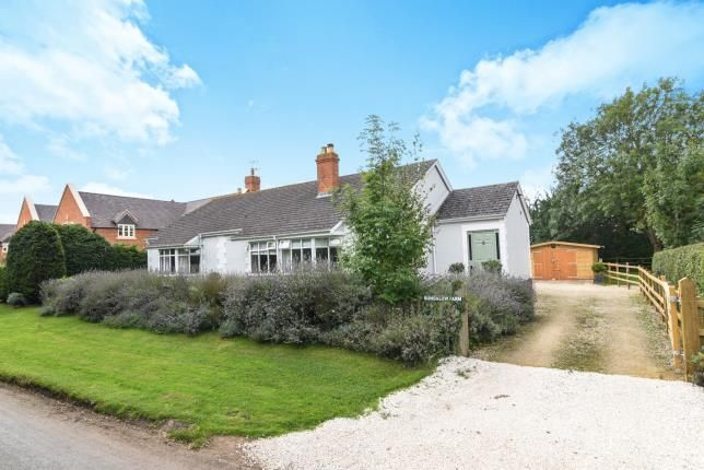 Thumbnail Bungalow for sale in Murcot Road, Childswickham, Broadway, Worcestershire