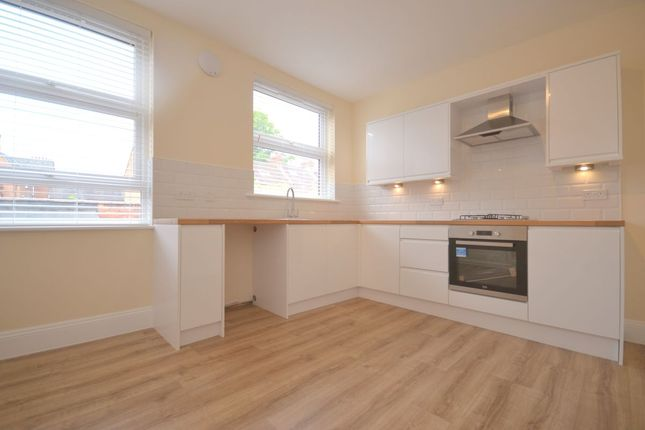2 bed flat to rent in Denmark Road, Abington, Northampton NN1