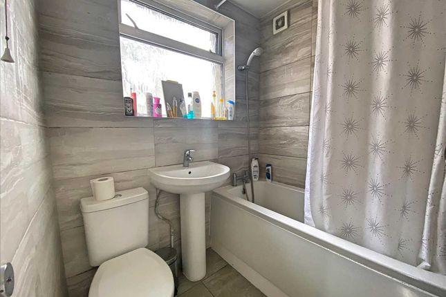 Bathroom of Lawrence Crescent, Edgware HA8