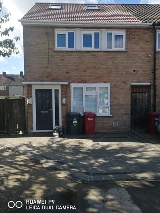 Thumbnail Semi-detached house to rent in Parry Green South, Slough