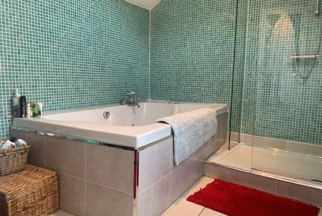Bathroom of Iestyn Street, Pontcanna, Cardiff CF11