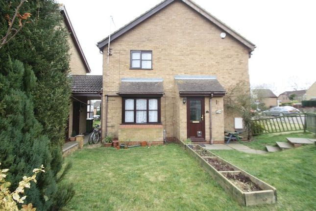 2 bed property to rent in The Pastures, Fields End, Hemel Hempstead