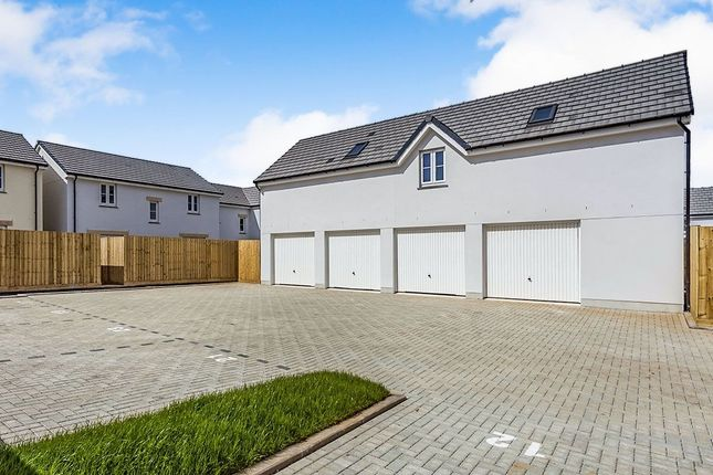 Thumbnail Flat for sale in Barberry Way, Camborne