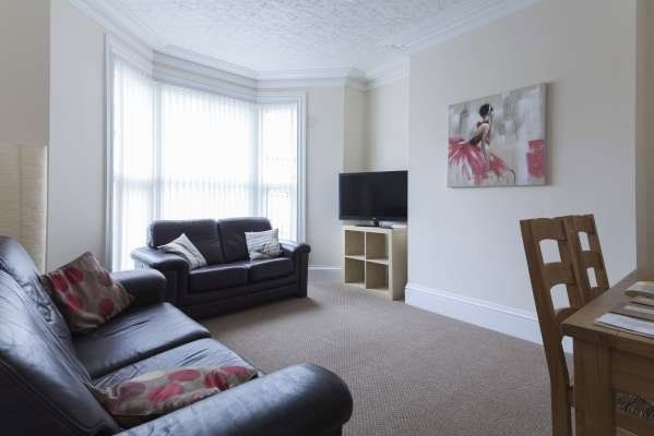 Thumbnail End terrace house to rent in Brook Street, Moldgreen, Huddersfield