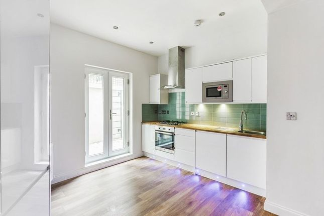 Thumbnail Flat for sale in The Avenue, Coulsdon