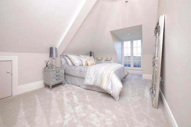 Upper Bedroom of Newlands Avenue, Radlett WD7