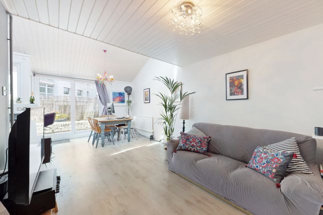Maisonette for sale in Clarence Avenue, London