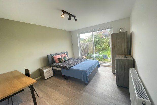 Thumbnail Room to rent in Chapel Farm Road, London