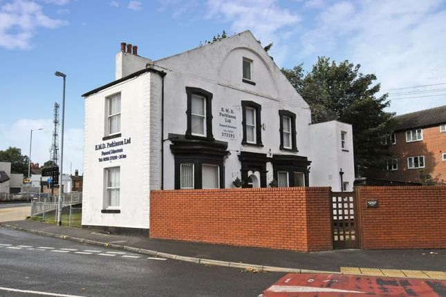 Thumbnail Commercial property for sale in Lower York Street, Wakefield