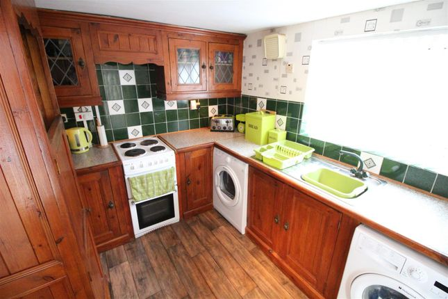 Kitchen of Rosedale Villas, Rosmead Street, Hull HU9