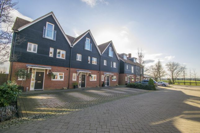 4 bed end terrace house for sale in Schuster Close, Cholsey, Wallingford