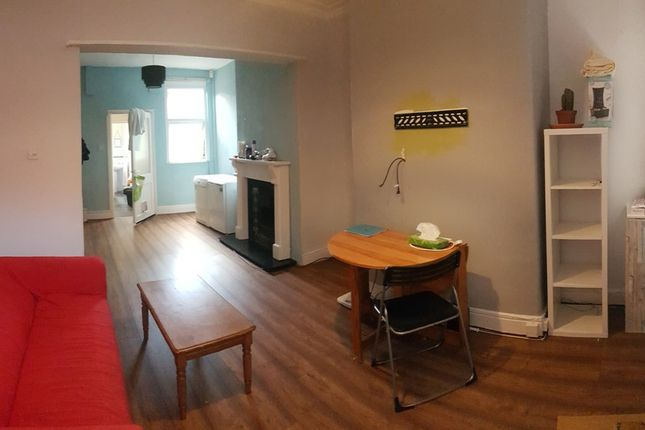 2 bed terraced house to rent in Thorn Grove, 2 Bed House In Fallowfield, Manchester