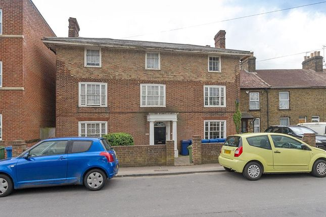 Thumbnail Studio to rent in Tonge Road, Murston, Sittingbourne