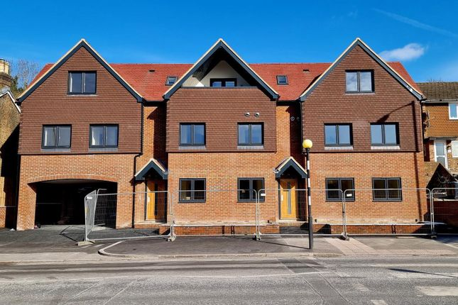 3 bed flat to rent in Godstone Road, Kenley CR8