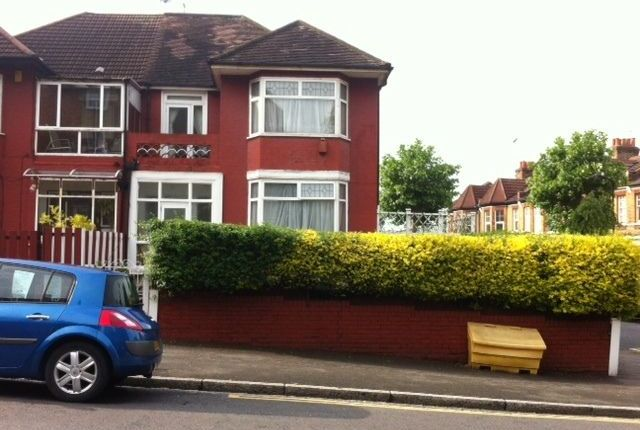 4 bed semi-detached house for sale in Warwick Grove, Hackney London