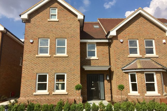Thumbnail End terrace house for sale in Luton Road, Harpenden