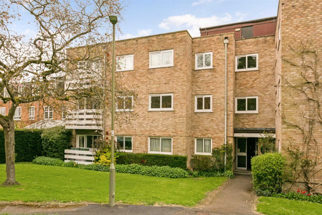 Thumbnail Flat for sale in Cunliffe Close, Summertown