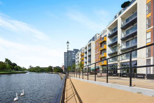 Thumbnail Flat to rent in Merchant Gate, Riverside Square, Bedford