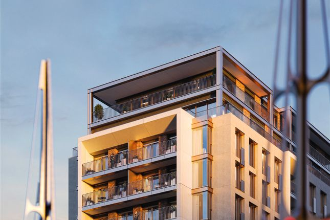 Thumbnail Flat for sale in King's Road Park, King's Road, London