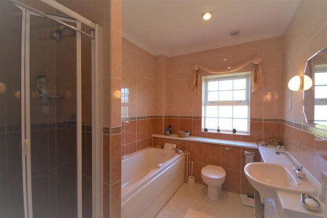 Bathroom of Mallow Walk, St James Parish, Goffs Oak EN7