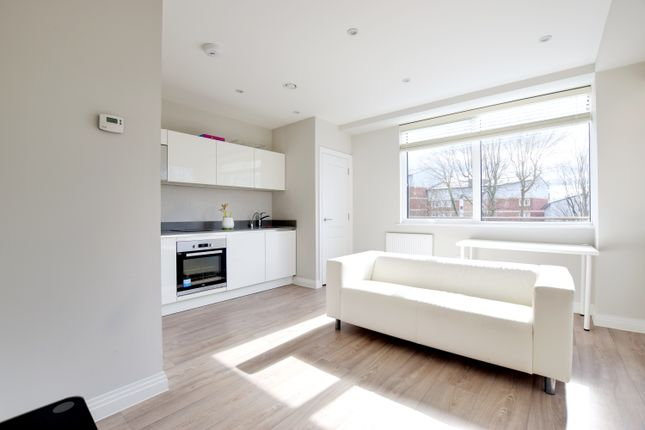 Thumbnail Flat to rent in Swan House, Homestead Road, Rickmansworth, Hertfordshire