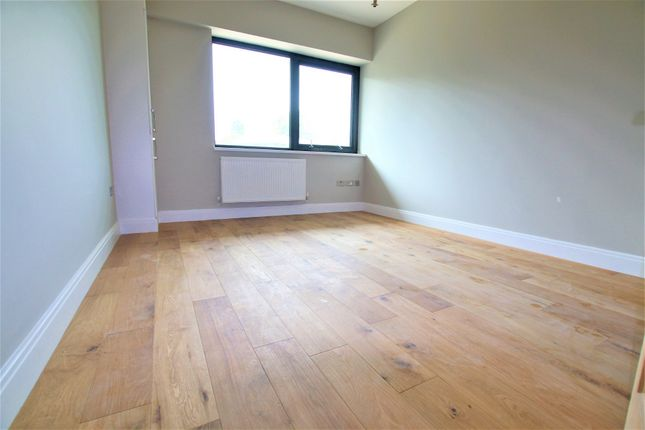 Thumbnail Flat to rent in Millbrook Way, Colnbrook, Slough
