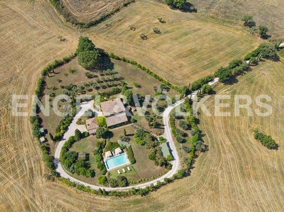 Country house for sale in Località Montefollonico, Torrita di Siena, Tuscany, Italy