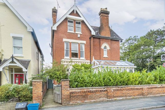 2 bed flat to rent in Lower Teddington Road, Hampton Wick, Kingston Upon Thames KT1