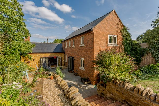 Thumbnail Detached house for sale in Desborough Road, Market Harborough, Leicestershire