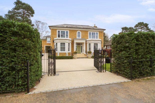 Thumbnail Property to rent in Beechwood Avenue, Weybridge