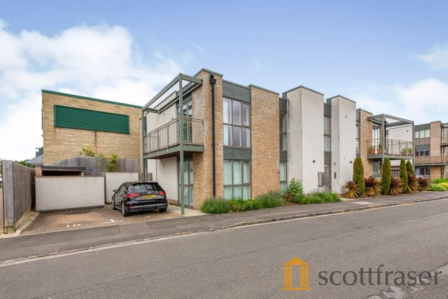 2 bed flat to rent in Butlers Drive, Carterton OX18