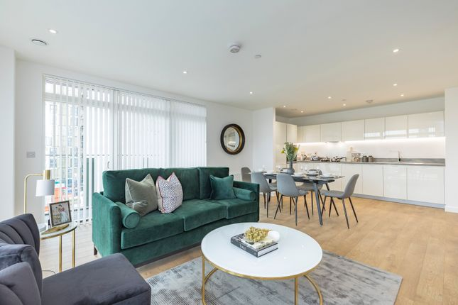 Flat for sale in Worsley Bridge Road, London