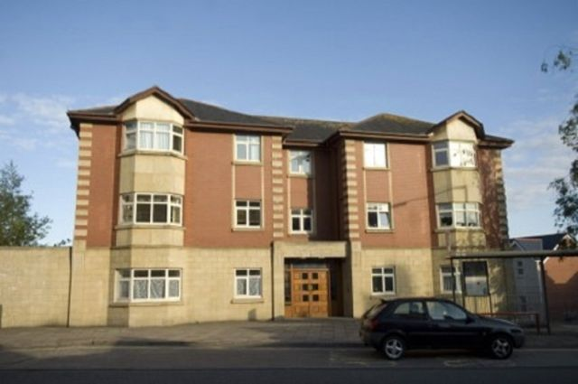 2 bed flat to rent in Sketty Court, Dillwyn Road, Sketty, Swansea. SA2