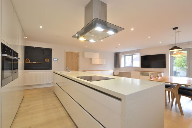 Thumbnail Flat for sale in Wellsway, Bath, Somerset