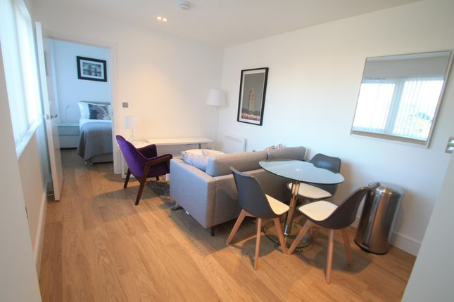 2 bed flat to rent in Laporte Way, Luton LU4