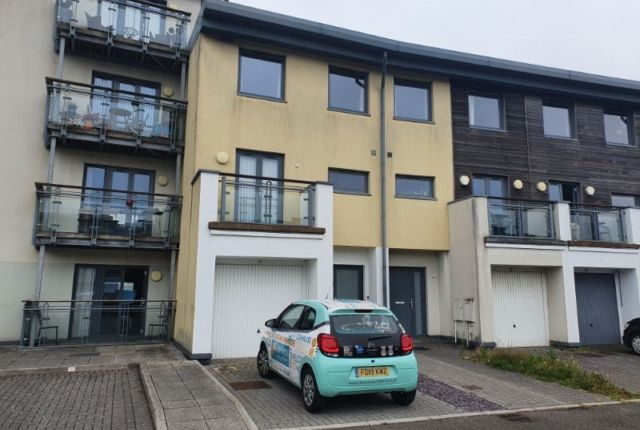 Flat to rent in St Stephens Court, Marina, Swansea