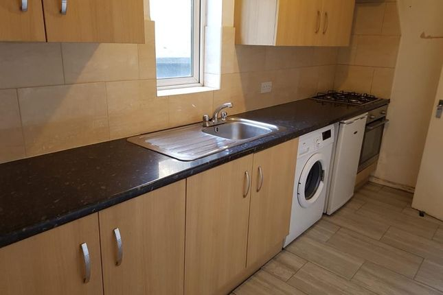 Thumbnail Flat to rent in French Place, Shoreditch