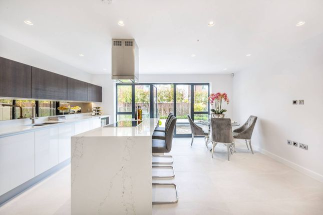 Thumbnail Detached house for sale in Yew Tree Close, Muswell Hill, London