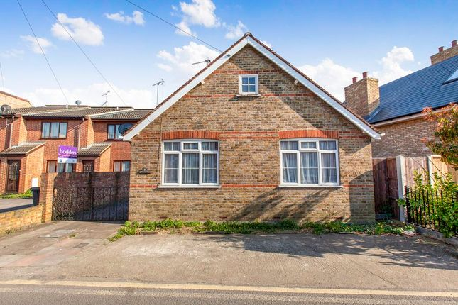 Thumbnail Bungalow to rent in Rusham Road, Egham