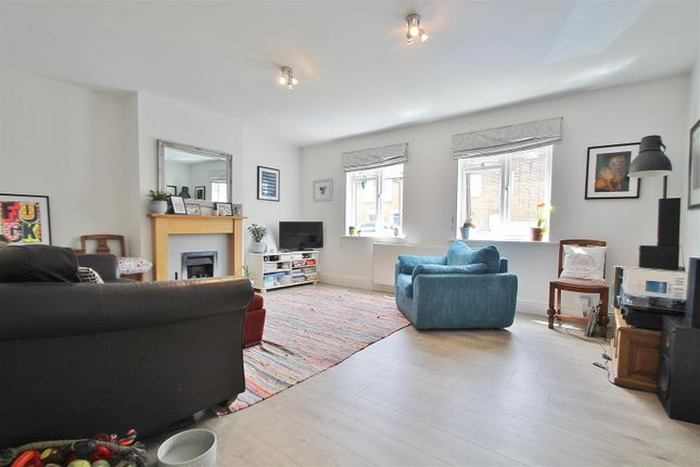 Thumbnail Property to rent in Kings Terrace, Isleworth