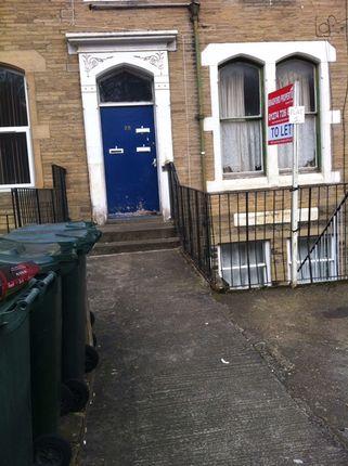 2 bed flat to rent in Oakroyd Terrace, Bradford